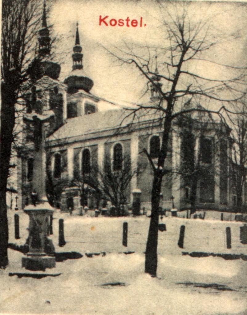 kostel a starý hřbitov - výřez z pohlednice