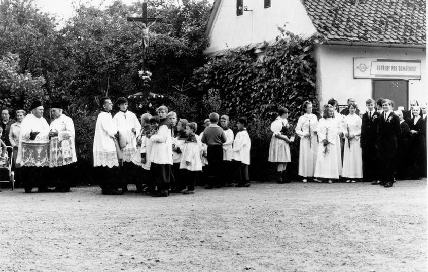 11 Fotky od paní Martinkové - tuším uctívání ostatků sv. Cyrila a Metoděje