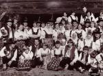 1981-10-02 Valassky kruzek a Zasovska dechovka - nataceni pro televizi v roznovskem skanzenu 01.jpg